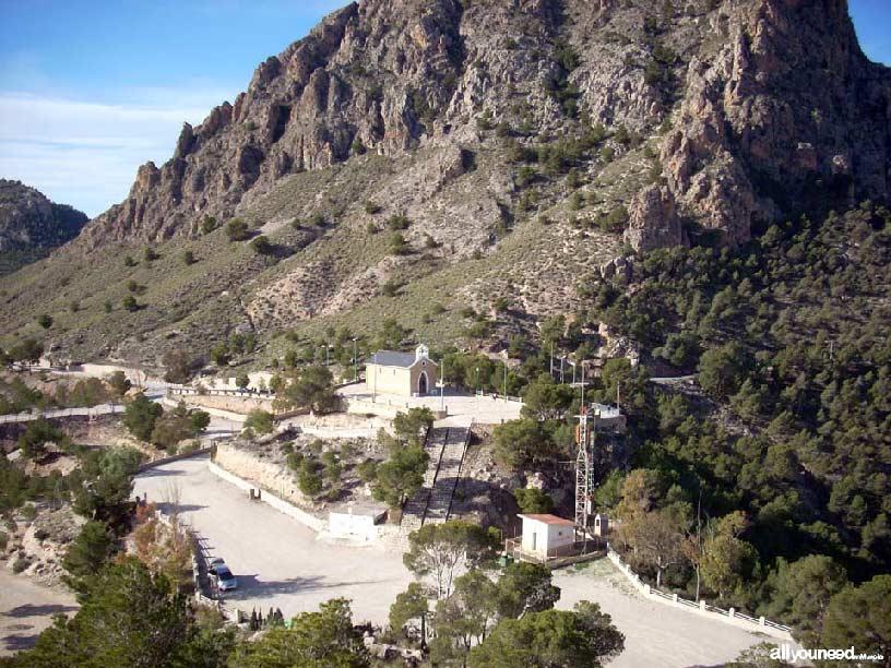 Castillo de Cieza. Ermita y aparcamiento