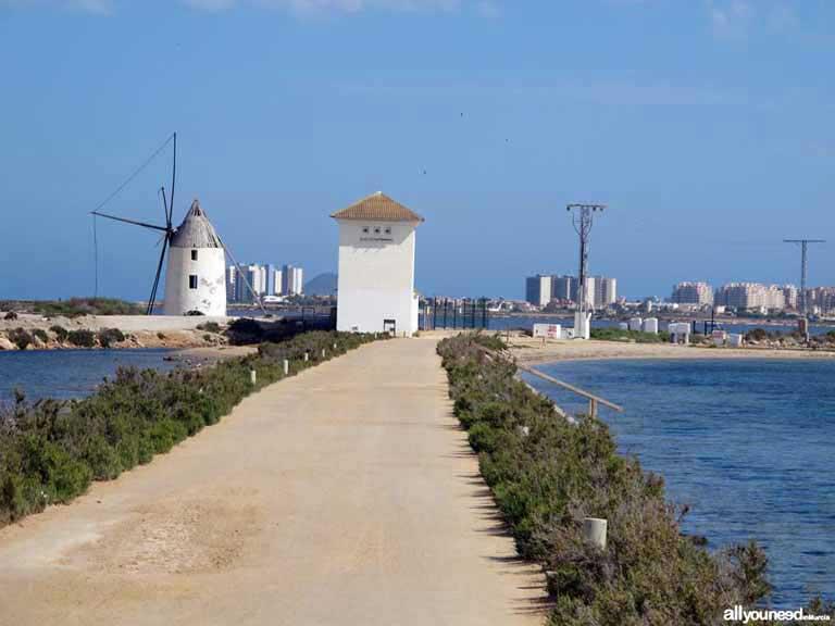 Mar Menor. Los molinos en las Salinas de San Pedro