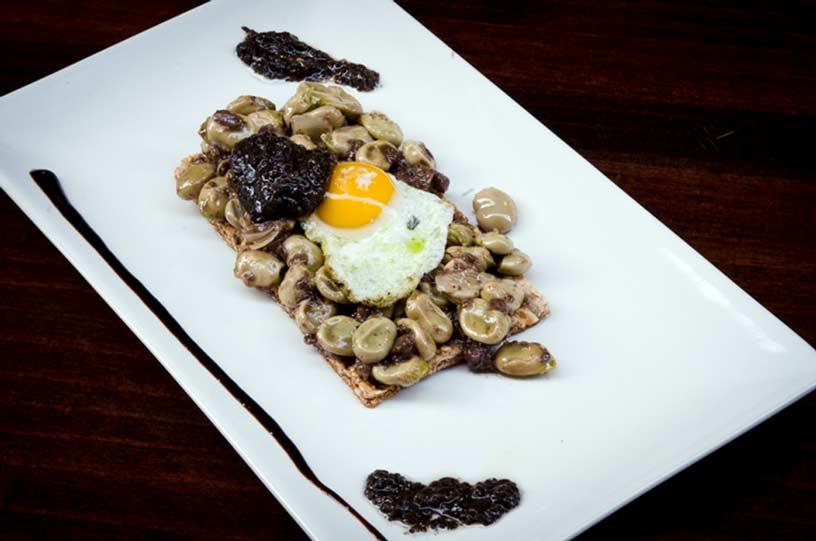 Bodega Marin, habas murcianas con huevo y trufa negra
