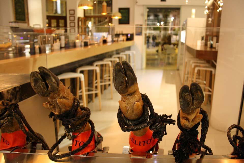 Restaurante El Romea by Tiquismiquis. Barra