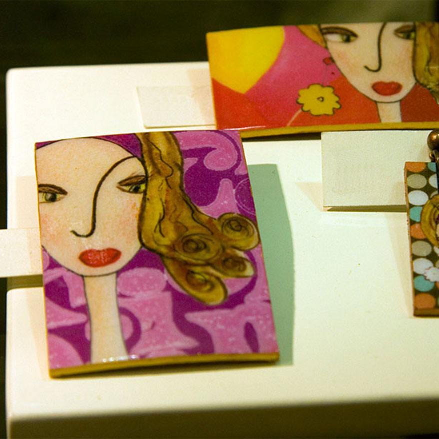 a la poupee en Murcia, collage, broches, pendientes, colgantes