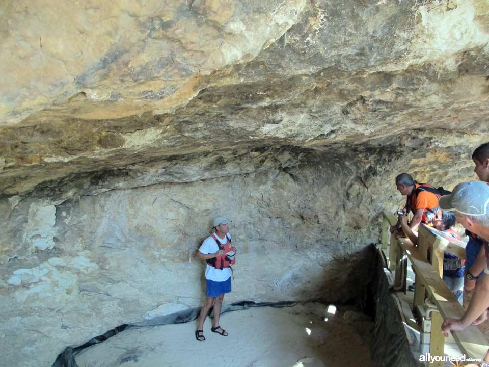 Turismo Activo y de Aventura en Murcia. Cueva de los monigotes en Calasparra