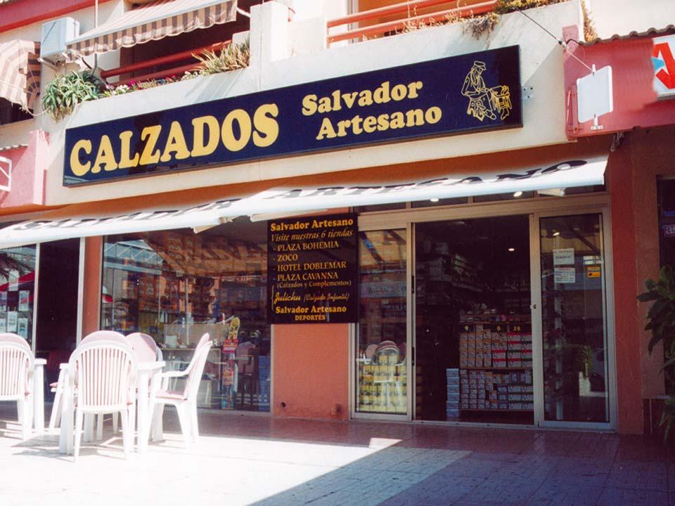 """Salvador Artesano """"Zapatos para todos"""". Tienda en La Manga del Mar Menor"""