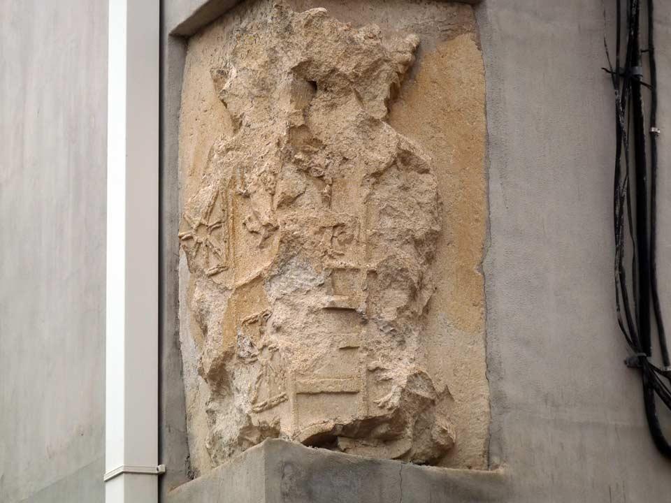 Commandancy Building. Coat of arms