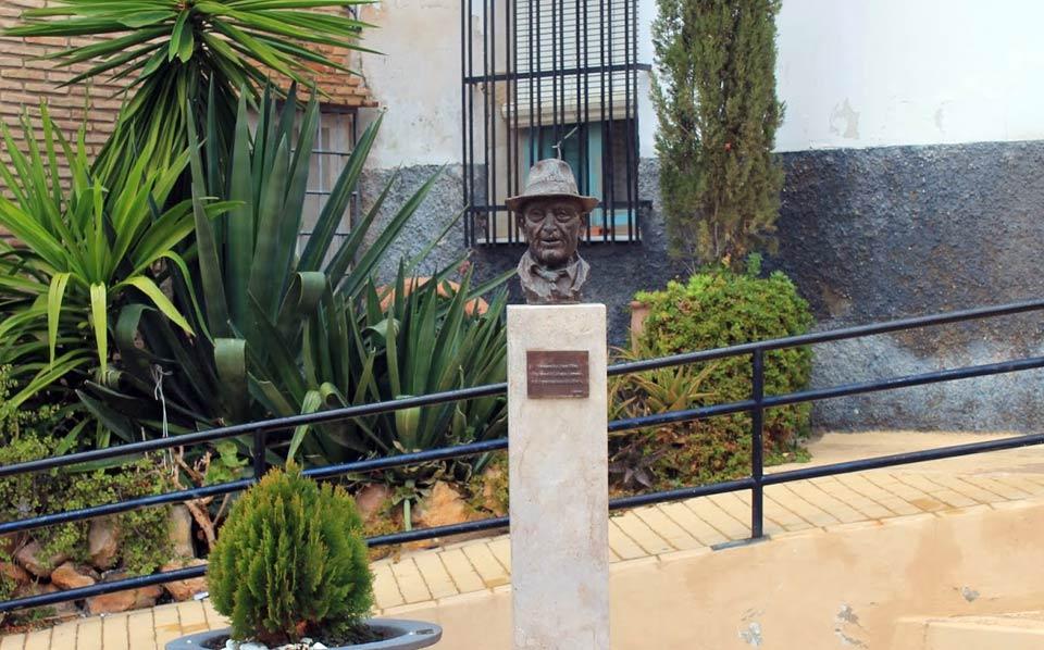 Bust of  Tío Juan Rita