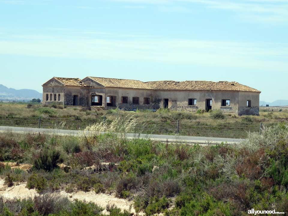 Marina del Carmolí. Barracón militar abandonado