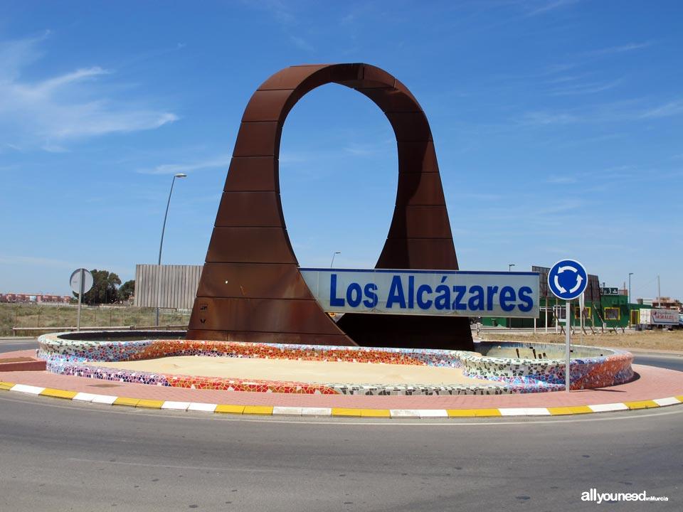 Rotonda de entrada a Los Alcázares