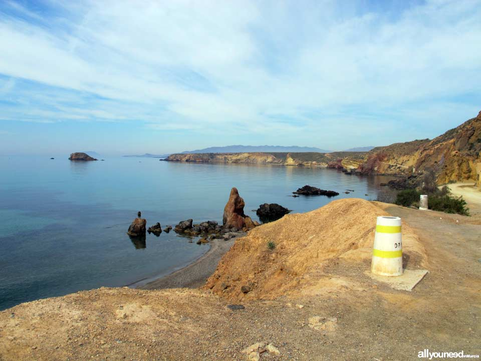 Piedra mala. Camino junto a la costa. Playas de Mazarrón