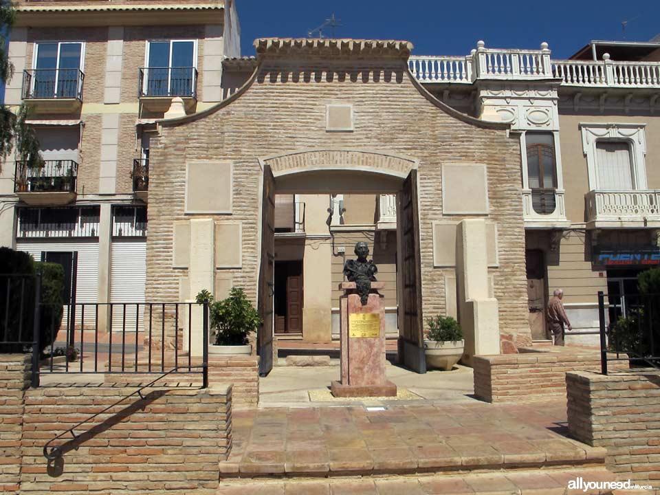 Archivo Municipal. Busto homenaje al imaginero José Sánchez Lozano