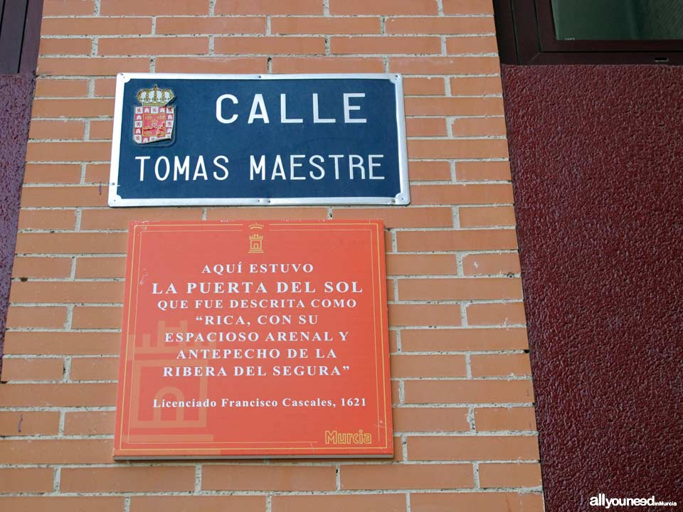 Calle Tomás Maestre. Cool stuff in Murcia. Metal Plates Describing Historical Events