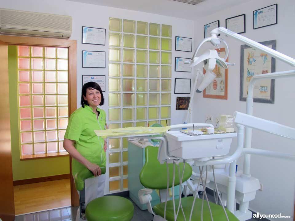 Clínica Dental Doctores Mompeán Gambín en Murcia y Beniel