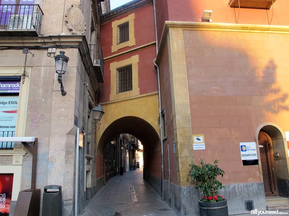 Streets in Murcia. Calle Arco de Santo Domingo