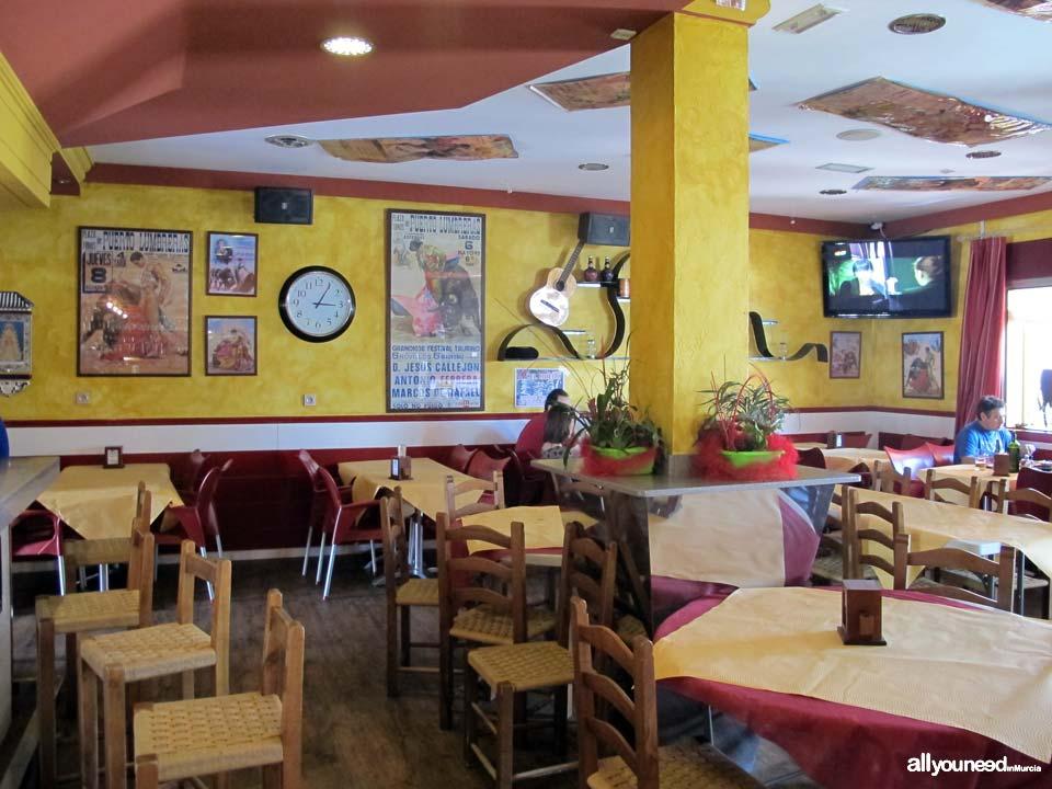 Cafe Bar El Ruedo en Puerto Lumbreras. Asador. Auténtica Brasa