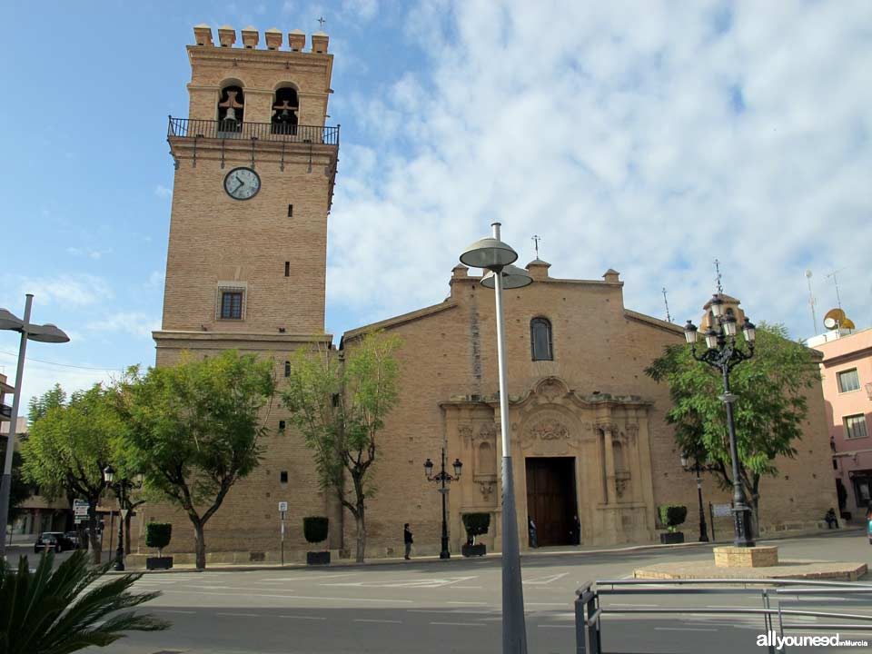 Plaza de la Constitución. Templo parroquial de Santiago Apóstol