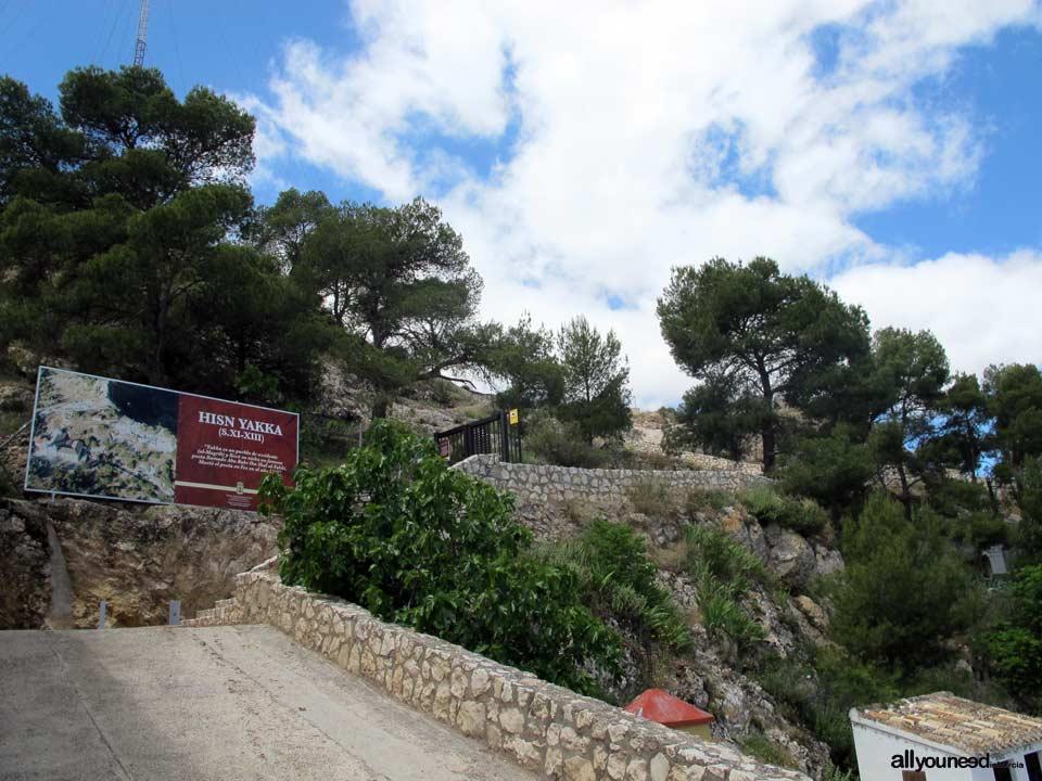 Acceso al Yacimiento Arqueológico Hisn Yakka