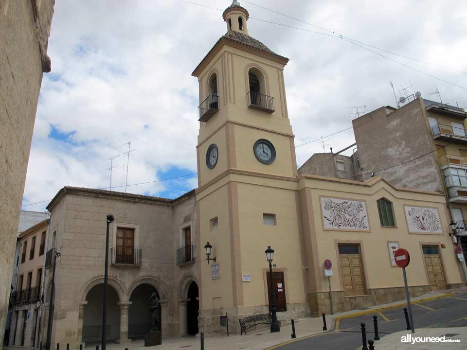 Lonja Antigua Torre del Reloj y Edificio Antiguo