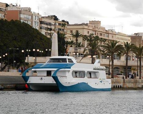 Catamarán turístico